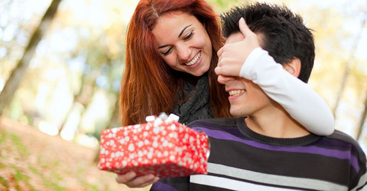 Woman Giving Present To Man Valentines Day Gift Idea For Him Desidime